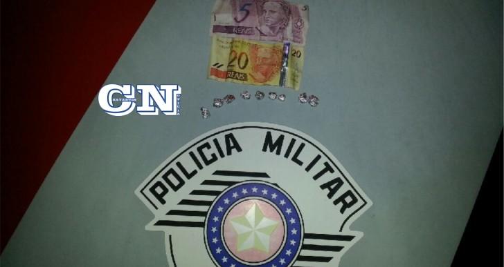 POLICIA MILITAR DE CHAVANTES PRENDE INDIVÍDUO COM 9 PEDRAS DE CRACK NO BAIRRO SANTA FATIMA DESTA CIDADE