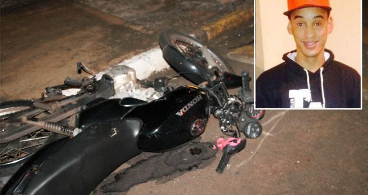 MOTOCICLISTA DE 21 ANOS MORRE APÓS ACIDENTE ENTRE CARRO E MOTO NO CENTRO DE SANTA CRUZ DO RIO PARDO