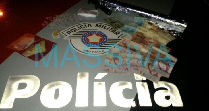 POLÍCIA MILITAR DE CHAVANTES E FORÇA TÁTICA DE OURINHOS INVADEM PONTO DE DROGAS NO DISTRITO DE IRAPÉ