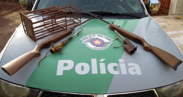 POLÍCIA MILITAR AMBIENTAL RESGATA PÁSSAROS NATIVOS E APREENDE MATERIAL DE CAÇA NO DISTRITO DE IRAPÉ