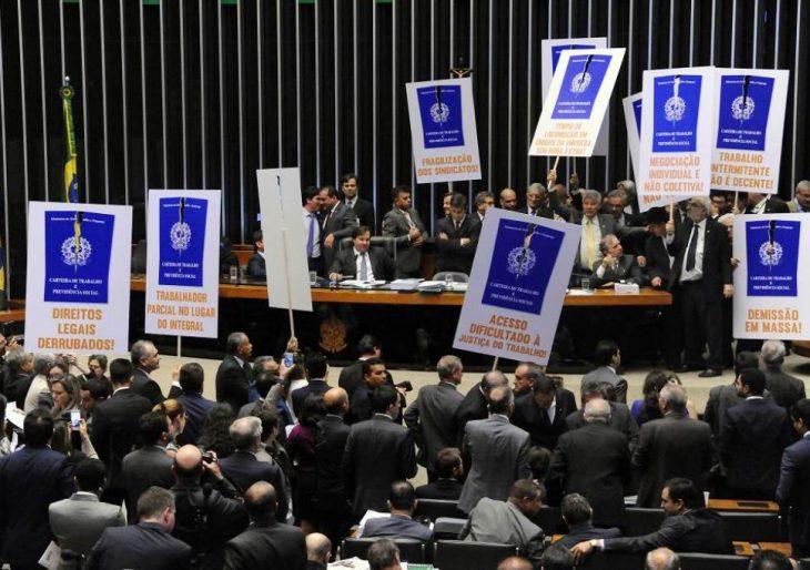 """CONFIRA OS DEPUTADOS QUE VOTARAM """"CONTRA OS DIREITOS DOS TRABALHADORES"""""""