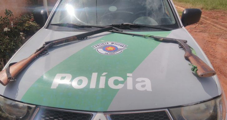 POLÍCIA MILITAR AMBIENTAL APREENDE ARMAS EM HERCULÂNDIA/SP