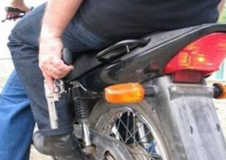 ENTREGADOR DE LANCHES TEM A MOTO ROUBADA APÓS AMEAÇA COM ARMA NA VILA MUSA