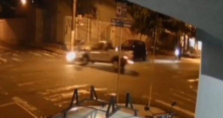 CÂMERAS FLAGRAM GRAVE ACIDENTE ENVOLVENDO CARRO E MOTO NA AVENIDA RODRIGUES ALVES EM OURINHOS.