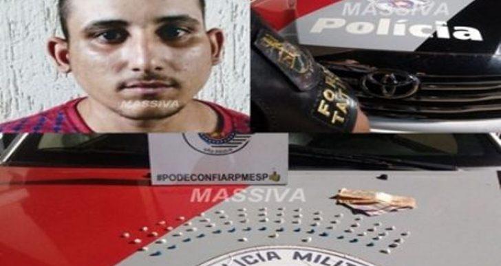 FORÇA TÁTICA PRENDE INDIVÍDUO TRAFICANDO DROGAS DENTRO DA ASSOCIAÇÃO DE MORADORES DO JARDIM ITAJUBI.