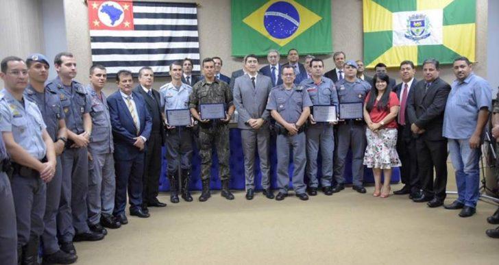 """CÂMARA REALIZOU SESSÃO SOLENE PARA ENTREGA DO DIPLOMA """"POLICIAL DESTAQUE DO ANO """""""