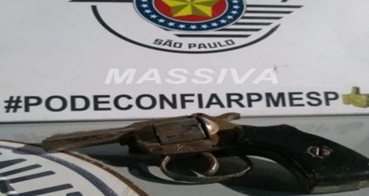 FORÇA TÁTICA APREENDE ARMA DE FOGO NO HBV.