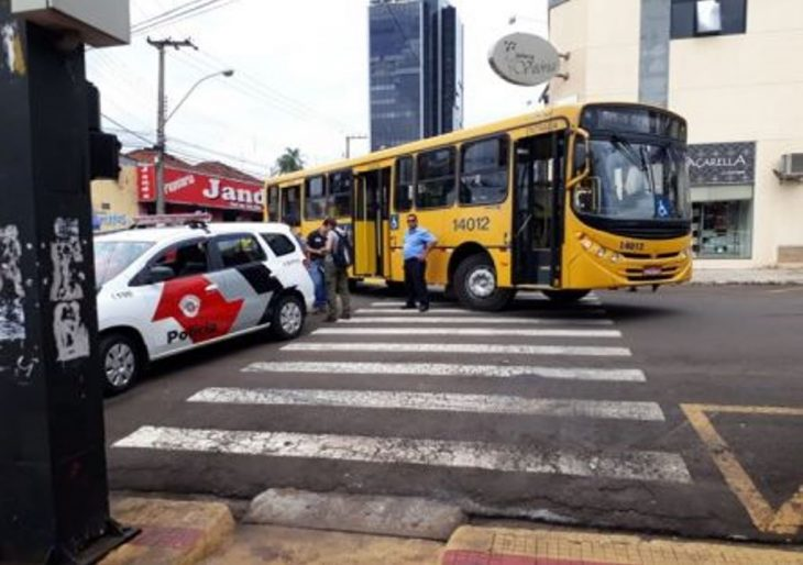 CIRCULAR ATROPELA IDOSA NA FAIXA DE PEDESTRE NO CENTRO DE OURINHOS