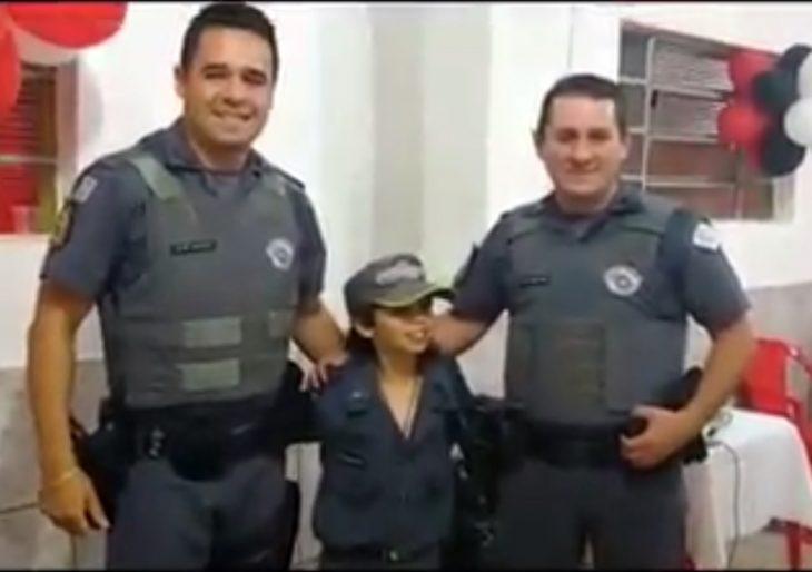 POLICIAIS MILITARES DE IPAUSSU FAZEM SURPRESA AO ANIVERSARIANTE CARLOS EDUARDO DE NOVE ANOS