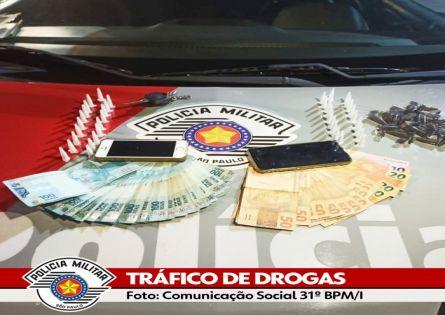 FORÇA TÁTICA PRENDE INDIVÍDUO NO TRÁFICO DE DROGAS EM CANITAR.
