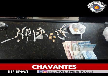 EM CHAVANTES DOIS ADOLESCENTES SÃO APREENDIDOS NO TRÁFICO DE DROGAS NA PRAÇA DA MATRIZ