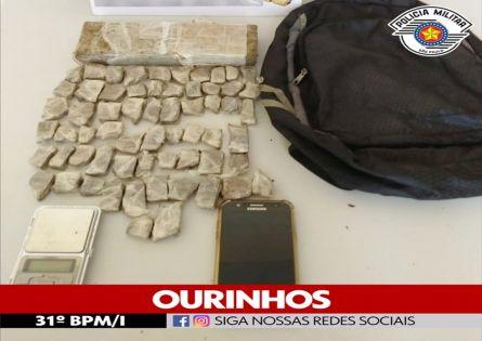 POLÍCIA MILITAR PRENDE INDIVÍDUO COM QUASE 01 KG DE MACONHA NO JARDIM ITAJUBÍ