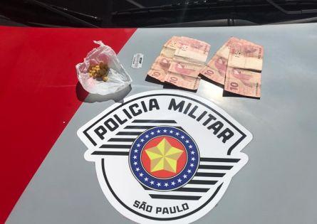 POLÍCIA MILITAR PRENDE INDIVÍDUO NO TRÁFICO DE DROGAS NA VILA MUSA