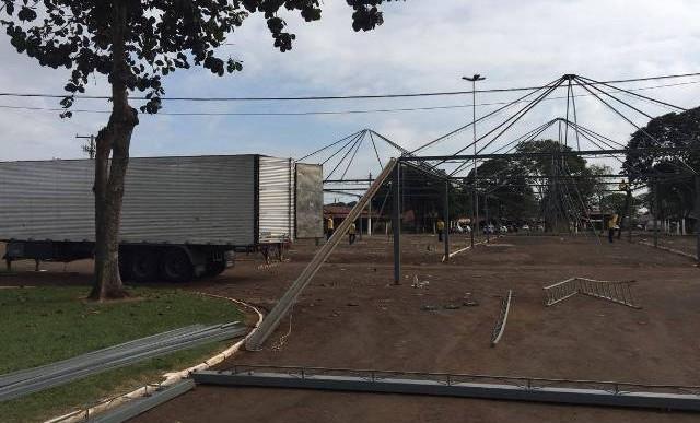 PARQUE OLAVO FERREIRA DE SÁ COMEÇA SER PREPARADO PARA 50ª EDIÇÃO DA FAPI DE OURINHOS
