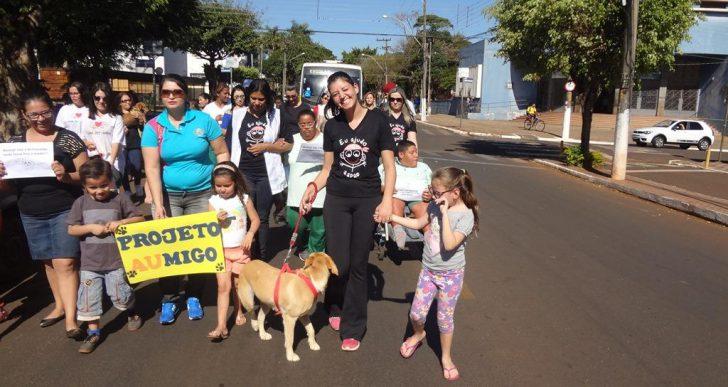 """APAE DE CHAVANTES REALIZOU CAMINHADA DO PROJETO MELHOR """"AUMIGO"""""""