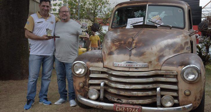 VEREADOR CÍCERO INVESTIGADOR PARABENIZA OS ORGANIZADORES DO 3ª ENCONTRO DE CARROS ANTIGOS DE OURINHOS