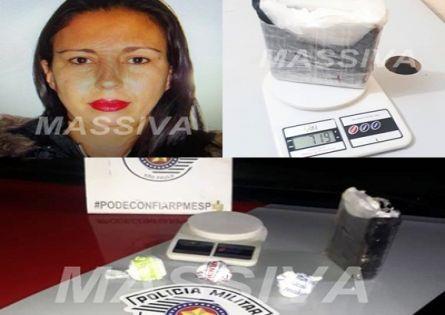 FORÇA TÁTICA ESTOURA PONTO DE ABASTECIMENTO DE DROGAS AVALIADAS EM R$ 50 MIL E UMA MULHER É PRESA.