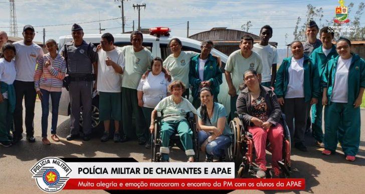 POLÍCIA MILITAR DE CHAVANTES E APAE PROMOVEM DIA ESPECIAL AOS ALUNOS