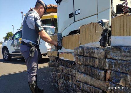 PRE APREENDE CAMINHÃO COM GRANDE QUANTIDADE DE DROGAS EM OURINHOS.