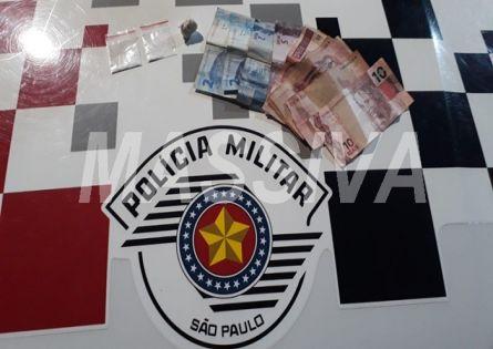 POLÍCIA MILITAR PRENDE INDIVÍDUO NO TRÁFICO DE DROGAS NA VILA MARCANTE EM OURINHOS.