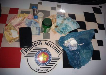 POLÍCIA MILITAR PRENDE INDIVÍDUO NO TRÁFICO DE DROGAS POR SALTO GRANDE.
