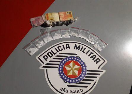 POLÍCIA MILITAR PRENDE INDIVÍDUO NO TRÁFICO DE DROGAS EM CANITAR