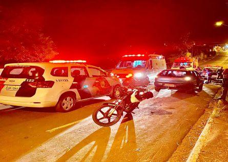 MOTOCICLISTA FICA GRAVEMENTE FERIDO AO COLIDIR CONTRA POSTE PRÓXIMO AO CEMITÉRIO.