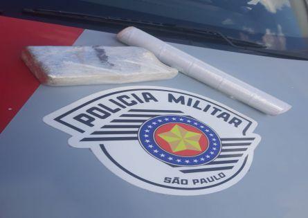 POLÍCIA MILITAR PRENDE INDIVÍDUO COM UM TIJOLO DE MACONHA PRÓXIMO AO CEU NO RECANTO DOS PÁSSAROS III.