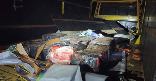 MEGA-AÇÃO POLICIAL EM CASCAVEL/PR APREENDE CAMINHÃO CARREGADO COM DROGAS; 3 SÃO PRESOS EM FLAGRANTE