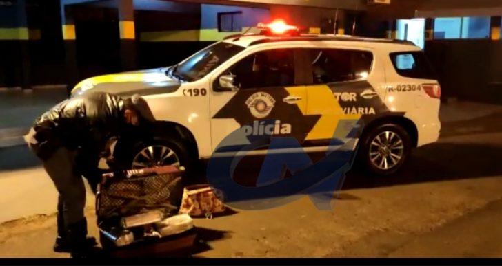 EQUIPE TOR PRENDE DUAS MULHERES COM DUAS MALAS CHEIA DE MACONHA…