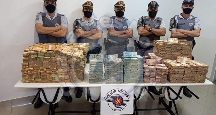 POLÍCIA RODOVIÁRIA APREENDE GRANDE QUANTIDADE DE DINHEIRO EM REAL E DÓLAR